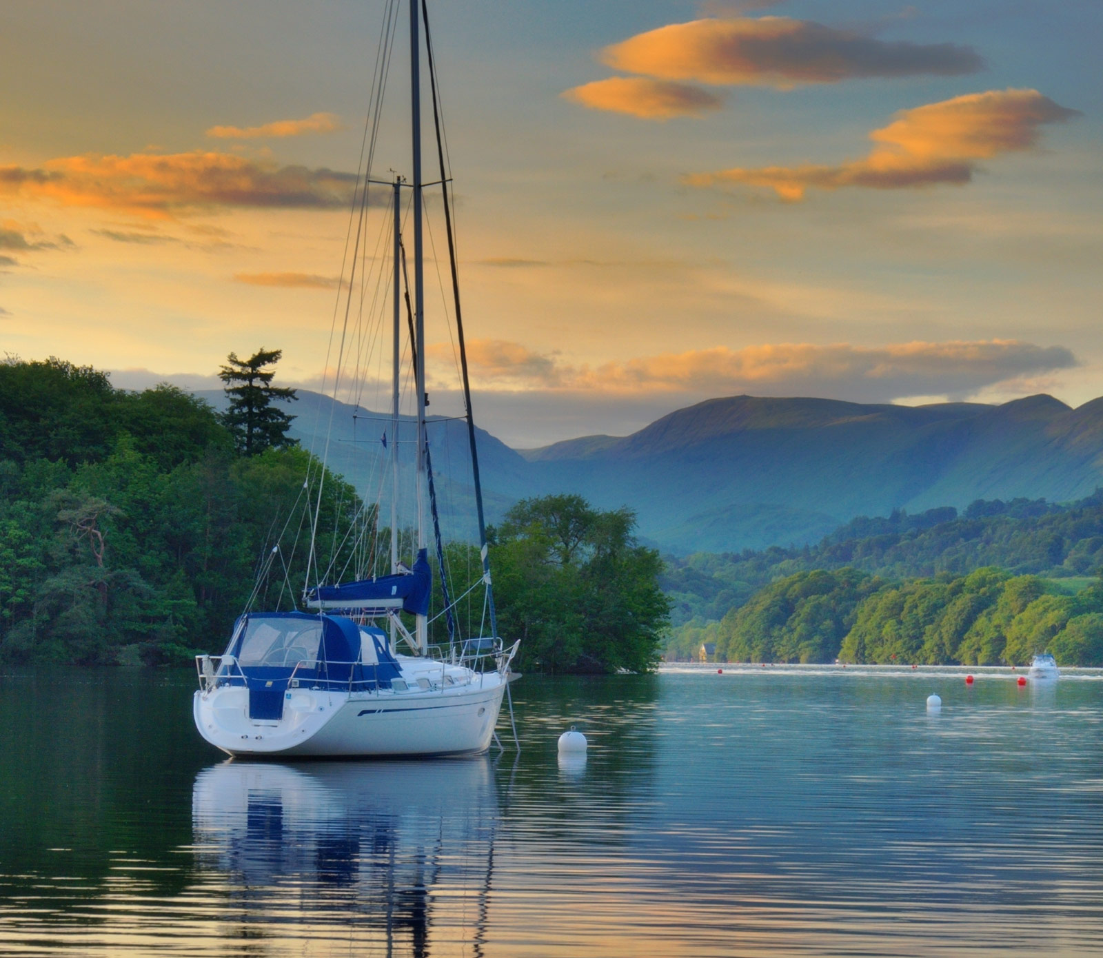 Ambleside beautiful lake picture